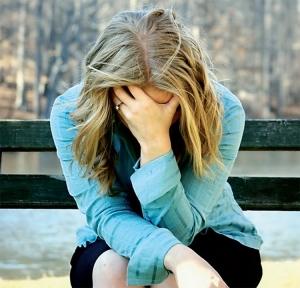 Как проявляет себя депрессия у девушек