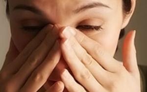 Как проявляет себя глазная форма мигрени